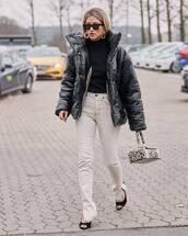 jacket,black jacket,puffer jacket,black shoes,pumps,white jeans,skinny jeans,black turtleneck top,boxed bag,snake print,handbag,black sunglasses