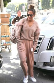 sweater,sweatpants,casual,celebrity,streetstyle,nude