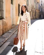 skirt,midi skirt,high waisted skirt,striped skirt,slide shoes,brown bag,white t-shirt,white jacket