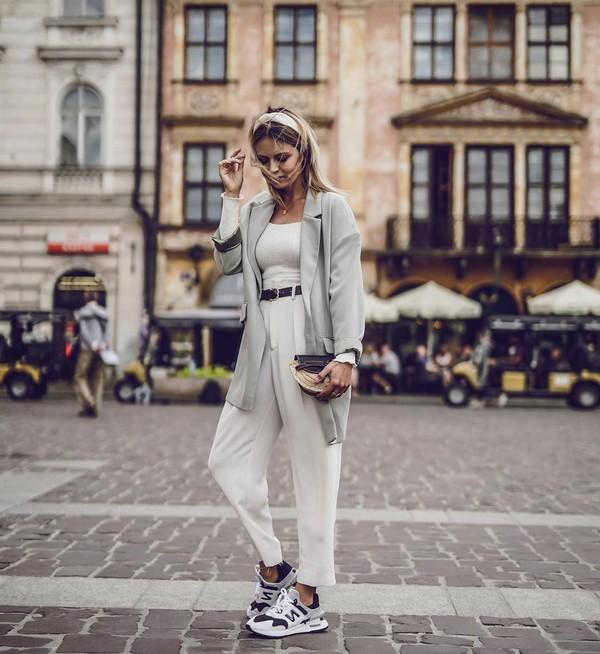 pants high waisted pants white pants sneakers grey blazer white top