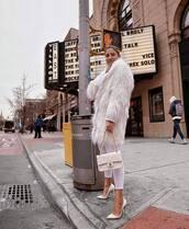 coat,faux fur coat,white coat,white shoes,pumps,white jeans,skinny jeans,chanel bag,white bag