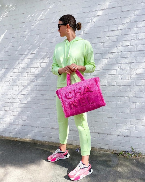 sweater hoodie joggers sneakers pink bag