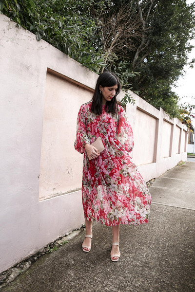 mademoiselle blogger dress shoes bag jewels floral dress