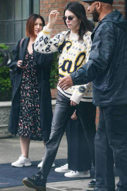 sweater kendall jenner kardashians pants streetstyle model off-duty