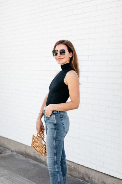 dallas wardrobe // fashion & lifestyle blog // dallas - fashion & lifestyle blog blogger top jeans shoes bag sunglasses