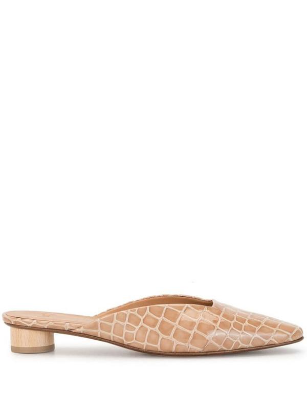 Loq Carmen crocodile-effect mules in brown