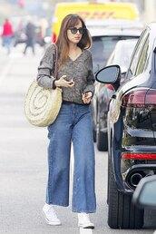 jeans,wide leg jeans,flare pants,sweater,casual,fall outfits,streetstyle,dakota johnson
