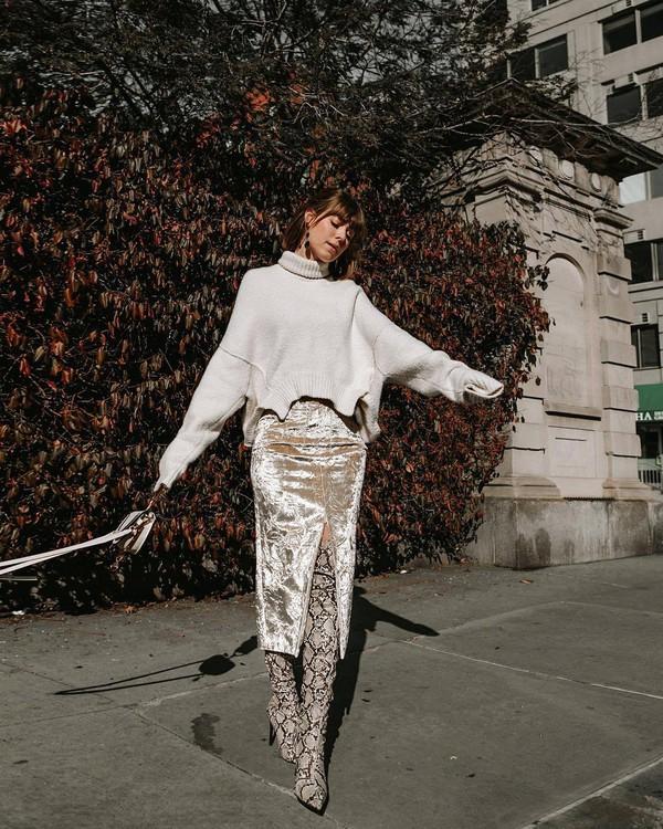 skirt midi skirt slit skirt over the knee boots mango snake print turtleneck sweater oversized sweater white bag chloe