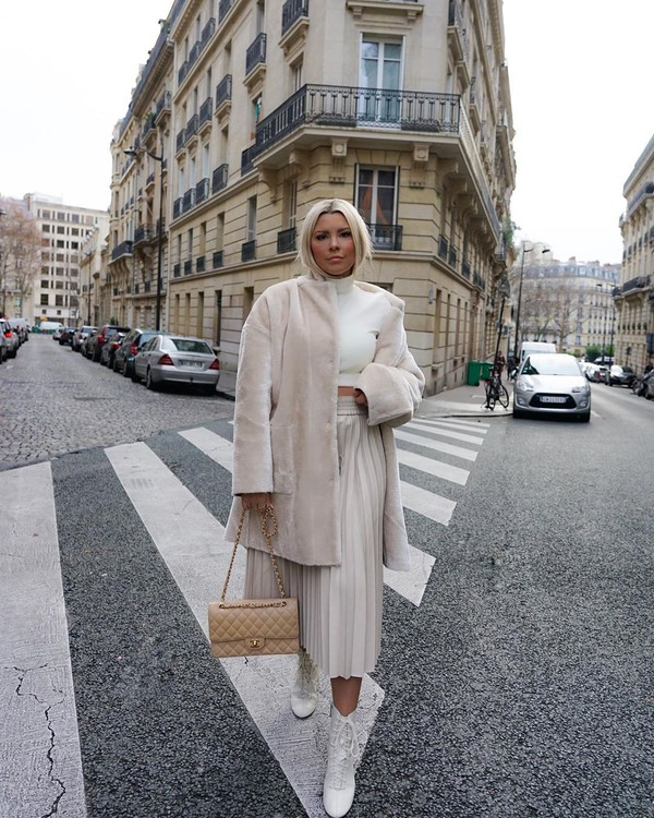 skirt midi skirt pleated white boots bag faux fur coat white turtleneck top crop tops