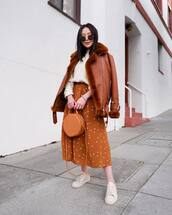 jacket,shearling jacket,aviator jacket,leather jacket,midi dress,polka dots,white sneakers,white sweater,h&m,orange bag
