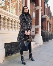 bag,bucket bag,black bag,fur,black pants,leopard print,coat,black turtleneck top,black boots,ankle boots