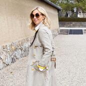 coat,sunglasses