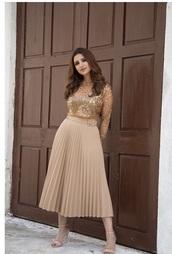 skirt,skin colour