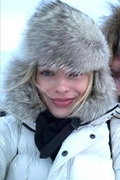 jacket,celebrity,margot robbie,winter jacket