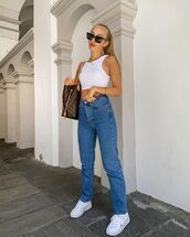 top,crop tops,white top,white sneakers,high waisted jeans,shoulder bag