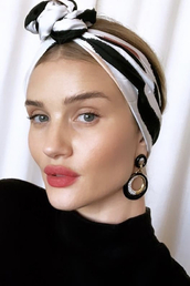 scarf,hair accessory,celebrity,instagram,rosie huntington-whiteley,model off-duty,bandana