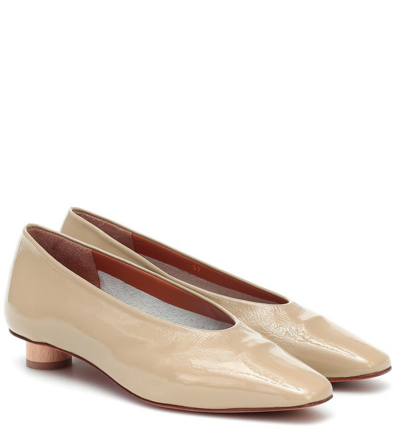 LOQ Paz patent leather pumps in beige
