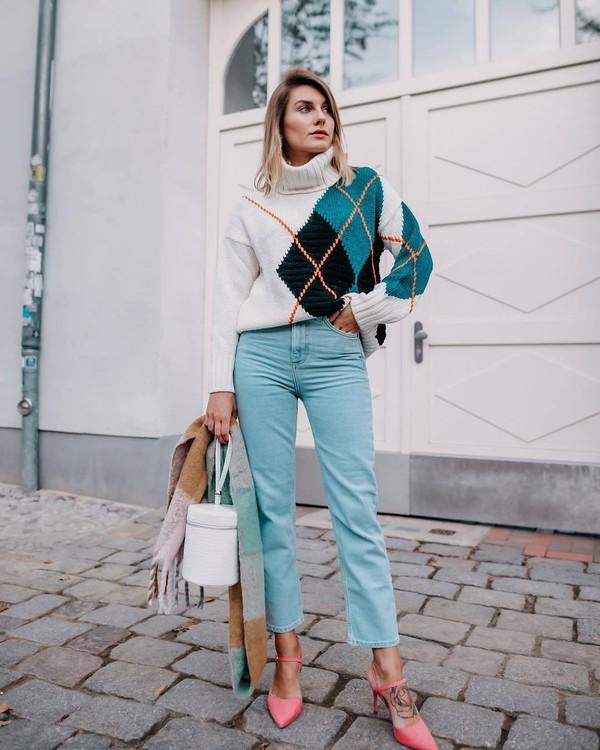 sweater turtleneck sweater oversized turtleneck sweater white sweater slingbacks blue pants bucket bag white bag scarf