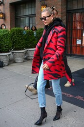 jacket,hailey baldwin,celebrity,model off-duty,streetstyle,animal print,zebra print,red,blazer