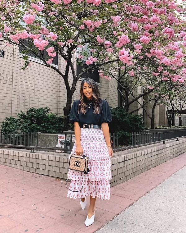 skirt midi skirt t-shirt black t-shirt shoes spring outfits