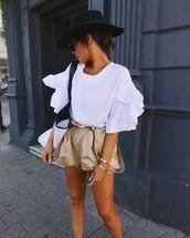 top,white top,ruffle,shorts,white bag,hat