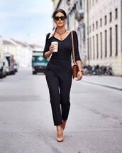 pants,black pants,high waisted pants,pumps,black bodysuit,brown bag