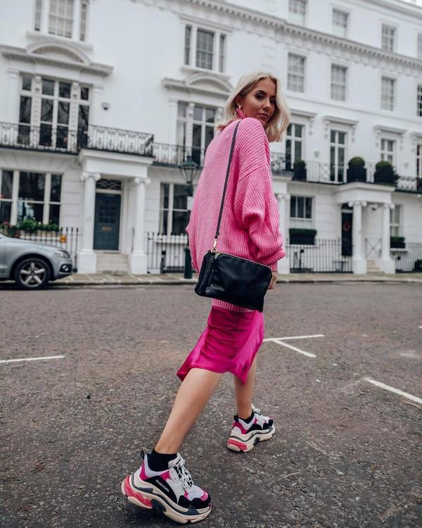 sweater turtleneck sweater pink sweater oversized turtleneck sweater sneakers midi skirt asymmetrical skirt pink skirt black bag crossbody bag