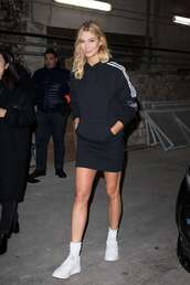 sweater,skirt,mini skirt,hoodie,karlie kloss,sneakers,model off-duty