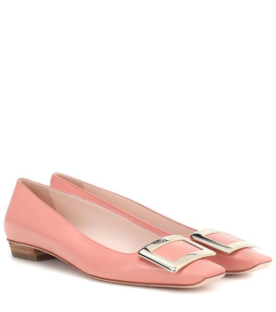 Roger Vivier Belle Vivier patent leather ballet flats in pink