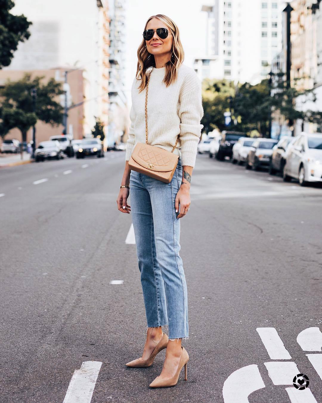 jeans high waisted jeans cropped jeans pumps crossbody bag white sweater