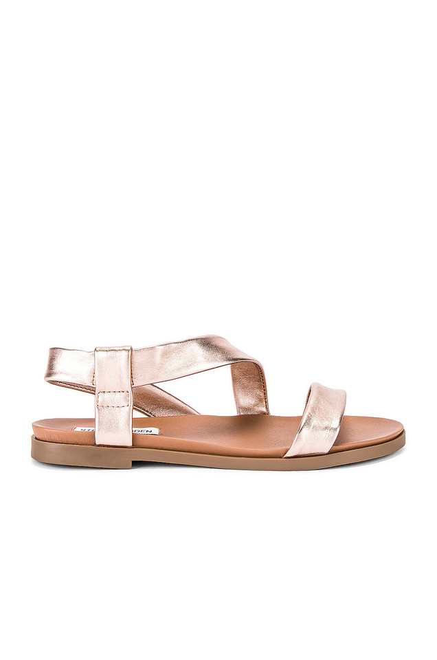 Steve Madden Dessie Sandal in metallic / copper