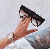 kim kardashian,black,leopard print,big,sunglasses