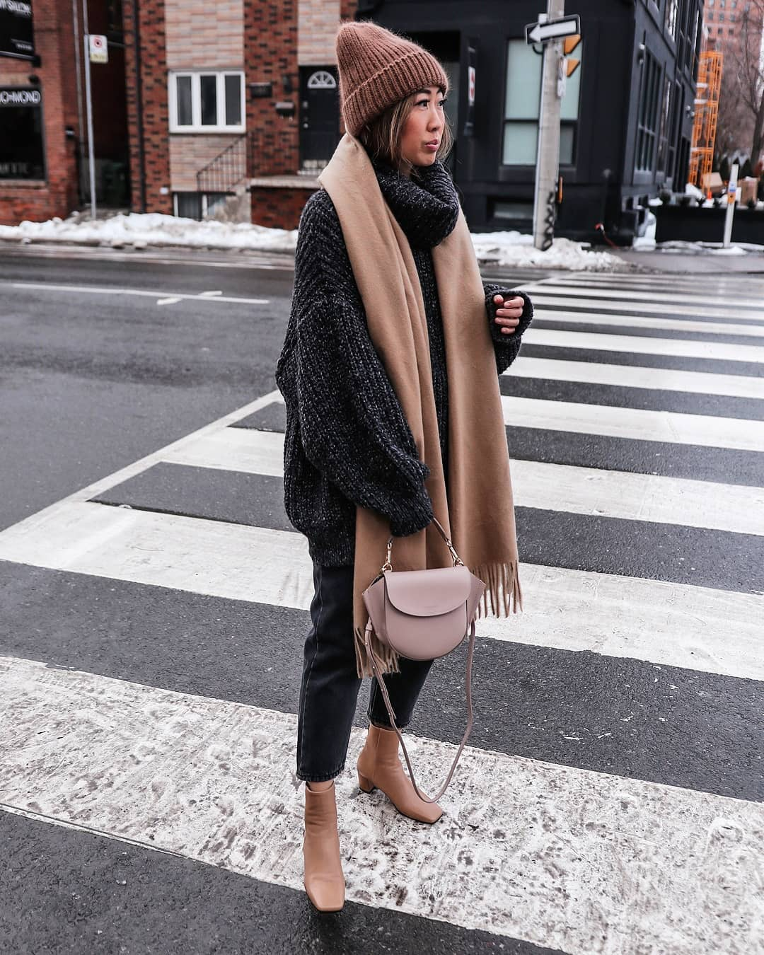 sweater oversized sweater turtleneck sweater black sweater ankle boots black jeans straight jeans crossbody bag scarf beanie
