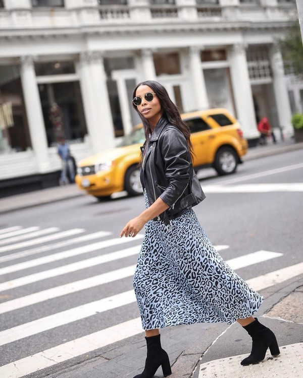 skirt midi skirt leopard print ankle boots black boots black t-shirt black leather jacket