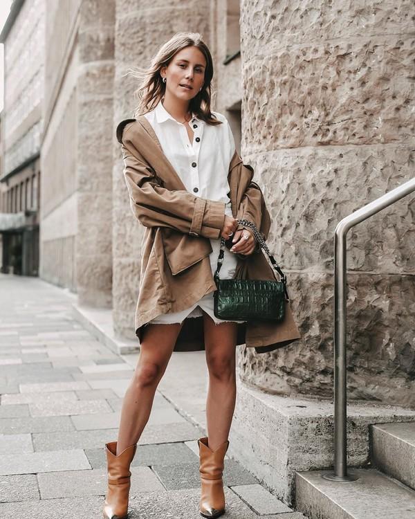 coat trench coat white shirt white skirt mini skirt cowboy boots handbag