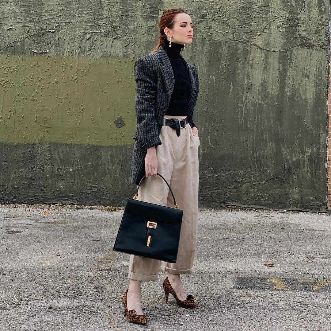 pants wide-leg pants high waisted pants pleated pumps leopard print black bag shoulder bag black belt blazer black turtleneck top