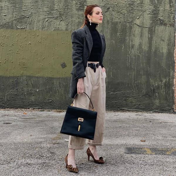 pants wide-leg pants high waisted pants pleated pumps leopard print black bag shoulder bag black belt blazer black turtleneck top