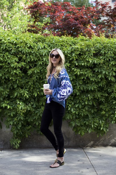 long sleeves blue top choker necklace blogger sunglasses black jeans flats