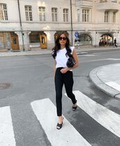 top,white t-shirt,black jeans,black sandals