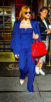bag,pants,suit,stripes,blazer,celebrity,spring outfits,jessica chastain
