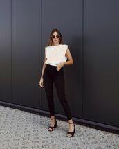 jeans,black jeans,skinny jeans,black sandals,white top,tank top