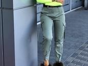 pants,zipper adjustment,big pockets,synthetics,zip,military style