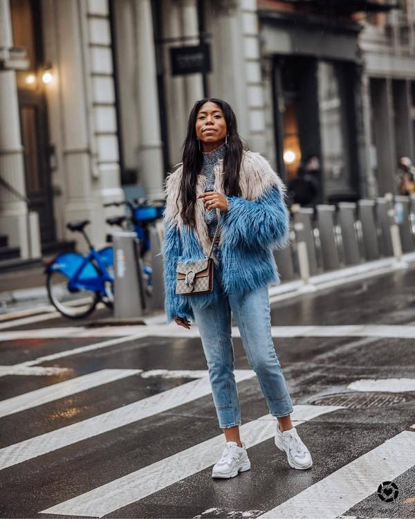 coat faux fur coat white sneakers skinny jeans gucci bag grey sweater turtleneck sweater