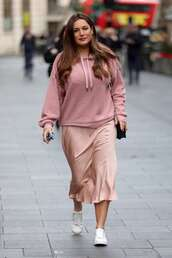 sweater,hoodie,kelly brook,pink,fall outfits,streetstyle