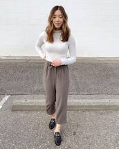 top,white turtleneck top,high waisted pants,mules,loafers
