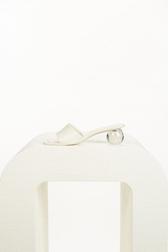 Cult Gaia Tao Pearl Sandal - Off White                                                                                               $428.00