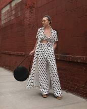 pants,high waisted pants,wide-leg pants,white pants,polka dots,maxi dress,crop tops,black bag,headband