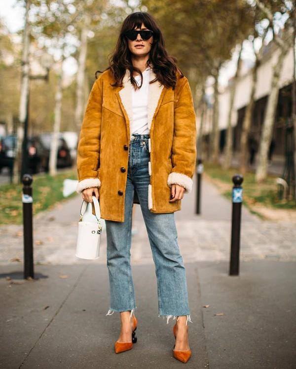 shoes pumps denim jeans leather jacket brown jacket white top white bag bucket bag