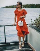 bag,white bag,orange dress,midi dress,short sleeve dress,white shoes,platform shoes