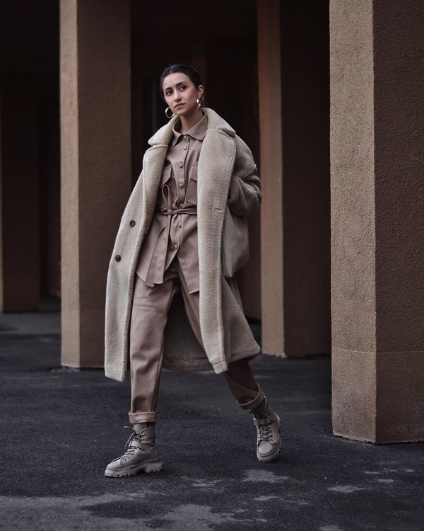 top shirt oversized ankle boots high waisted pants oversized coat